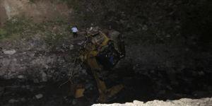 Gümüşhane'de heyelan nedeniyle iş makinesinin dereye devrilmesi sonucu 2 kişi öldü