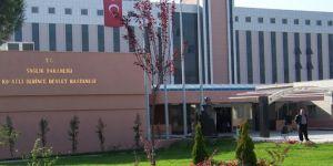 Kocaeli'de TEM otoyolunda meydana gelen kazada 2 otomobil çarpış