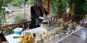 Bahçesinde yetiştirdiği ürünlerle 50 çeşit doğal sabun üretiyor