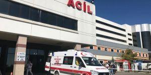 Hafif ticari araç ile otomobilin çarpışması sonucu  8 kişi yaralandı