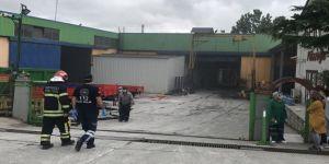 Fabrikada çıkan yangında 10 işçi dumandan etkilendi