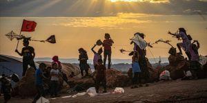 İdlibli çocuklara ateşkesin gölgesinde 'uçurtma' etkinliği