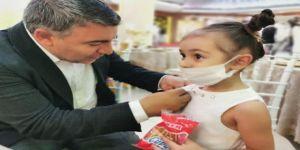 Şayir'den minik Elif'e anlamlı hediye