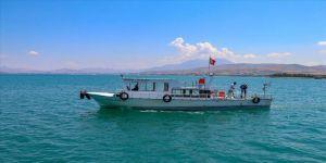 Van'da balıkçılar 90 gün sonra 'vira bismillah' diyerek göle ağlarını bıraktı