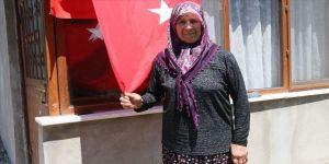 15 Temmuz şehidinin annesi kızının vatana sahip çıkmasının gururunu yaşıyor