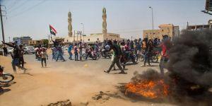 Sudan'da reform karşıtı protestoları engellemek için köprüler ve büyük camiler kapatıldı