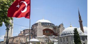 Katolik rahipten Türkiye'ye Ayasofya övgüsü
