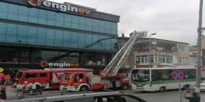 4 katlı binanınçatıkatında yangın çıktı
