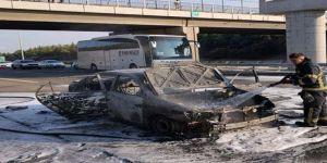 Gebze'de seyir halindeki araç küle döndü