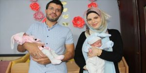 Suriyeli aile ikiz kızlarına 'Aya' ve 'Sofya' adını verdi