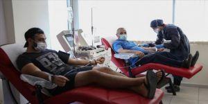 Ailece Kovid-19'u yenip, plazma bağışı için Türk Kızılay'a koştular