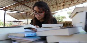 Çobanlık yapan 'kitap kurdu Suzan'a Türkiye'den kitap yağdı