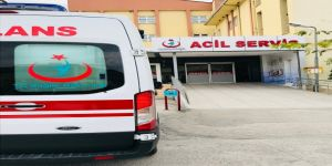 Karamürsel'de bariyer çarpan araçta 4 yaralı