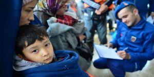 Türkiye, son 1 ayda kara sularına geri itilen 929 düzensiz göçmene yaşam eli uzattı