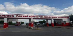 Darıca'da yolda yürüyen ve araçta bulunan kişiler arasında silahlı kavga !