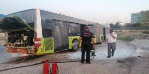 Büyükşehir otobüsünde yolcu taşırken yangın çıktı