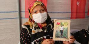 Diyarbakır annelerinden Ödümlü: Gel devletine sığın oğlum