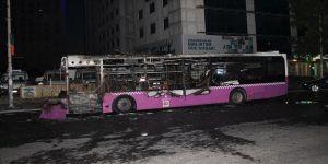 Esenyurt'ta bilboard, giyim kutusu ve hatlı otobüs kundaklandı