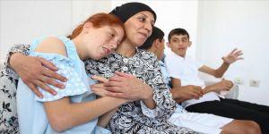 Fedakar anne 'kanatsız meleklerinin' üzerine titriyor