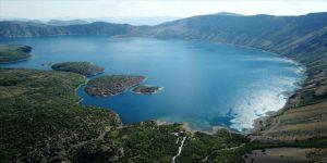 Nemrut Krater Gölü yerli ve yabancı ziyaretçilerin akınına uğruyor