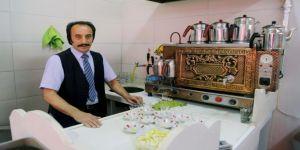 Erzurum'da 35 yıldır çaylar 'Orhan baba'dan