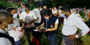 Gözlemci polisler düğünlerde Kovid-19 nöbetine devam ediyor
