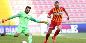 Kayserispor Artem Kravets ile yollarını ayırdı