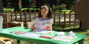 Bursa'da kitapseverler parktaki 'açık hava kütüphanesi'nde buluşuyor