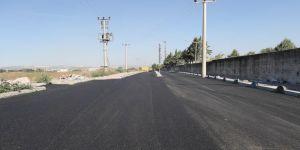 Barış Mahallesi'nde  asfalt serim çalışmaları
