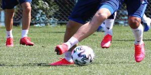 Trabzonspor'da bir futbolcunun ikinci Kovid-19 testi de pozitif çıktı