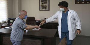 20 yıl önce görev yaptığı hastaneye Kovid-19 tedavisi için döndü
