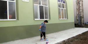 Sinop'ta sokağın ve caminin gönüllü temizlikçisi 'Canan teyze'