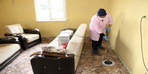 Yaşlı çiftin ihtiyaçlarını Büyükşehir personeli karşılıyor