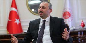 Adalet Bakanı Gül: Gençlerimiz, art niyetli çirkin genellemeleri değil, övgü sözlerini hak ediyor