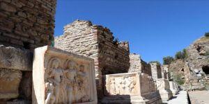Aydın'daki Nysa Antik Kenti'nin tiyatro binası ayağa kaldırılıyor