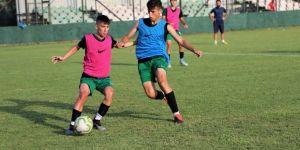 Kocaelispor U19 lige Büyükşehir spor tesislerinde hazırlanıyor