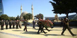Bakü Türk Şehitliği'nde tören
