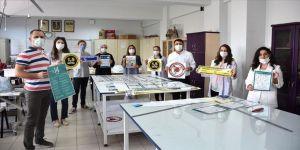 Bursa'daki meslek lisesinde 21 il için Kovid-19 bilgilendirme materyali üretildi