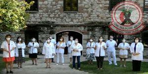 Doktorlar pandemiye dikkati çekmek için şarkı söyledi