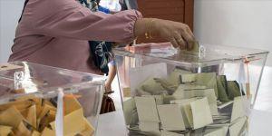 Malezya'da iktidar koalisyonu kritik önem taşıyan eyalet seçimlerini kazandı