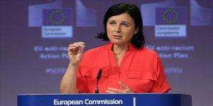 Macaristan: AB Komisyonu Başkan Yardımcısı Jourova istifa etmeli