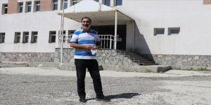Çocukluğu çobanlıkla geçen Ağrılı Ahmet Sönmez'in ödüllü yönetmenliğe uzanan başarı öyküsü