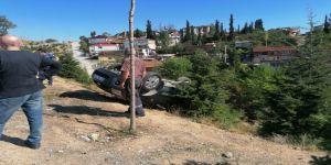 Gebze'de ön lastikleri patlayan araç takla attı