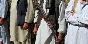Afganistan'da 275 Taliban üyesi teslim oldu