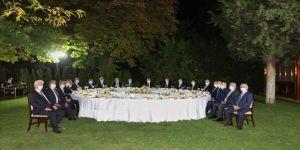 TBMM Başkanı Şentop TBMM'nin eski başkanları ve yüksek yargı başkanlarıyla yemekte bir araya geldi
