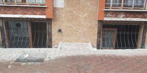 Esenyurt'ta beklenen sağanak dolayısıyla bodrum katındaki bazı iş yerleri boşaltıldı