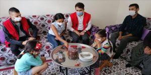 Türk Kızılay gönüllülerinden çölyak hastası Ela'ya doğum günü sürprizi