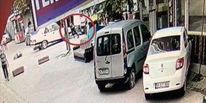 Esenyurt'ta, bir çocuğun yaralandığı trafik kazası güvenlik kamerasına yansıdı