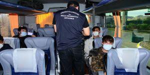 Kocaeli TEM'de yapılan uygulamada kaçak göçmenler yakalandı