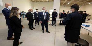 Büyükakın, Gebze'de yer alan Adem Ceylan Final Teknik Koleji'ni ziyaret etti